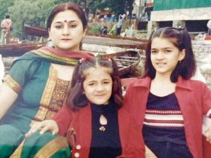 Young Kriti Sanon with mother and younger sister